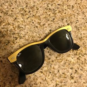 Authentic Ray-Ban Wayfarer shades black and gold
